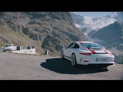 За рулем уже легендарного Porsche 911 R